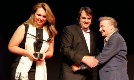 Miguel Ángel de Rus recibe el Premio Mejor Labor Editorial 2014 de AAT