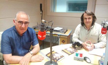 Eduardo Mendoza, Jardiel Poncela  y un viaje a Fardelia. Sexto Continente 198